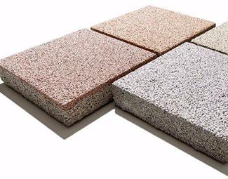 铺设透水砖能够便利居民生活